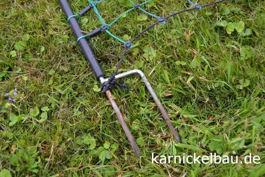 Halterungspfahl für unser Kaninchennetz mit Doppelspitze